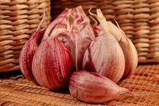 Free Fresh Garlic Royalty Free Stock Photos - 17674388