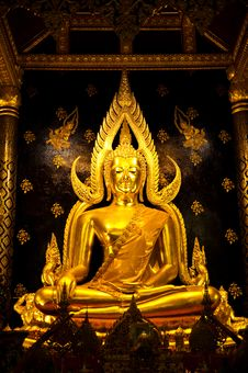 Free Golden Buddha Image In Phisanulok,Thailand Royalty Free Stock Images - 17677189