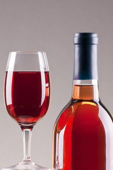 Free Glass And Bottle Of Rose Wine Royalty Free Stock Image - 17677266