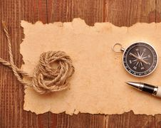 Free Compass And Rope On Grunge Background Stock Photography - 17681342