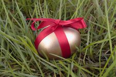 Free Gold Easter Egg On Grass Royalty Free Stock Image - 17682136