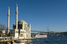Free Where Two Continents Meet: Istanbul Royalty Free Stock Photos - 17689498