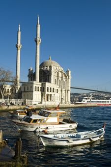 Free Where Two Continents Meet: Istanbul Royalty Free Stock Images - 17689499