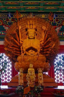 Golden Wood Statue Of Guan Yin Royalty Free Stock Images