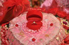 Free Wedding Diamond Ring Royalty Free Stock Photo - 17689945