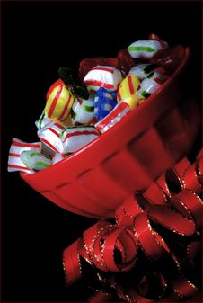 Free Red Bowl Of  Traditional Hard Christmas Candy Royalty Free Stock Images - 17690869