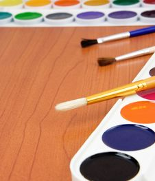 Free Paint Brush And Painters Palette On Wood Royalty Free Stock Photo - 17692025