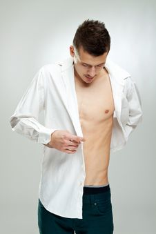 Free Young Man Shows Beautiful Body Royalty Free Stock Photos - 17692518