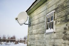 Free Satellite Plate On A House Wall Stock Image - 17693381
