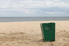 Free Bin Garbage At Beach Royalty Free Stock Photography - 17693647