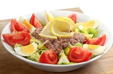 Free Tuna Fish With Salad Royalty Free Stock Photos - 17695668