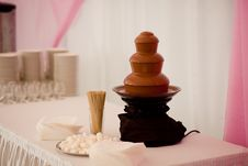 Free Chocolate Fountain Royalty Free Stock Photography - 17699397