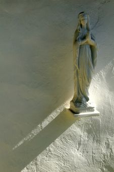 Free A Statue Of Saint Mary In The Sun Royalty Free Stock Photos - 1771588