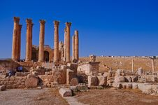 Free The Jerash Temple Of Artemis Royalty Free Stock Images - 17703989