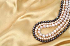 Free Silk And Pearls Stock Images - 17704904
