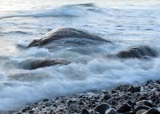 Free Sea Water Flows Around Rocks Stock Photography - 17706262