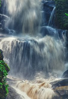 Free Waterfalls Royalty Free Stock Photography - 17709037