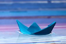 Free Blue Paper Boat Stock Photography - 17712972