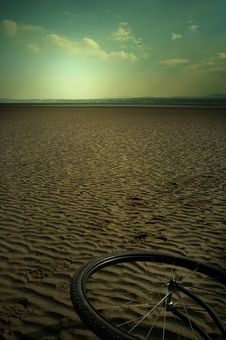 Free Bicycle On Sand Royalty Free Stock Photos - 17714288