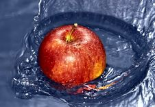 Free Apple Thrown Into The Water Stock Photography - 17719822