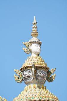 Free Giant Statues, At The Wat Pha Kaew Temple Royalty Free Stock Image - 17719886