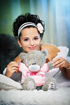 Free Happy Bride With Teddy Bear On White Bed Royalty Free Stock Photos - 17724118