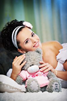 Free Joyful Bride With Teddy Bear On White Bed Royalty Free Stock Image - 17724216