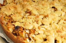 Baked Apple Pie With Crumble