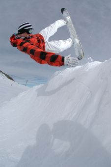 Free Jumping Freestyle Snowboarder Royalty Free Stock Photos - 17734678