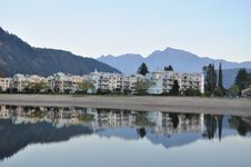 Free Famous Harrison Hot Springs Lake View Royalty Free Stock Image - 17736366