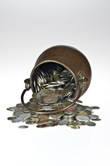 Free Old Pot With Coins Stock Images - 17738264