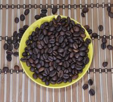 Free Grains Of Coffee Are In A Saucer Stock Photography - 17739612