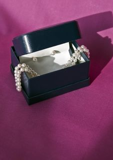 Box With Stand Of Pearls And Pearl Earrings Royalty Free Stock Photo