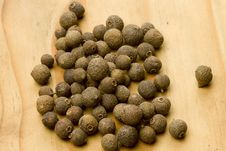 Free Allspice Pimenta Dioica Dried Berry Fruit Stock Photo - 17747260