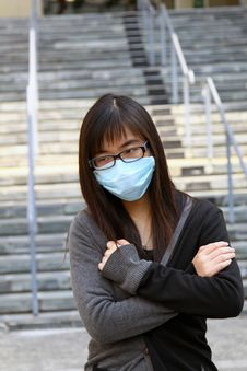 Free Asian Girl Who Is Sick And Wearing Mask Stock Photos - 17758343