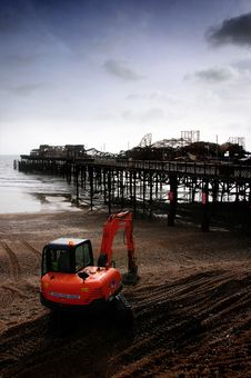 Free Burnt Ruins Of Hasting Pier 2010 Royalty Free Stock Photo - 17759405