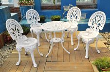 Free Table And Chairs In Garden Royalty Free Stock Photos - 17768478