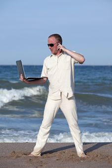 Free Angry Man Punching Laptop At The Beach Stock Image - 17768541