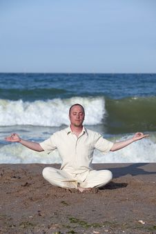 Free Young Businessman Doing Yoga On A Beach Royalty Free Stock Photo - 17768555