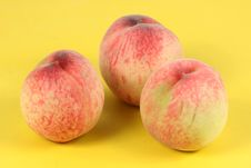 Free Three Peaches Royalty Free Stock Images - 17773329