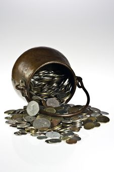 Free Old Pot With Coins Royalty Free Stock Photos - 17777418