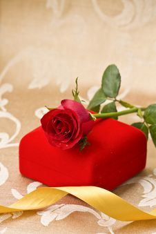 Free Red Rose And Gift Royalty Free Stock Images - 17790239