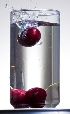 Cherries Dropping Into Water Royalty Free Stock Photography