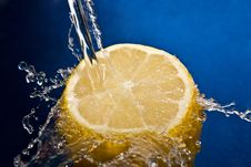 Free Water Splash On Lemon Royalty Free Stock Photos - 17795068