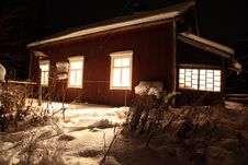Free Classic Red Wooden Finnish House In Winter Royalty Free Stock Photography - 17795337