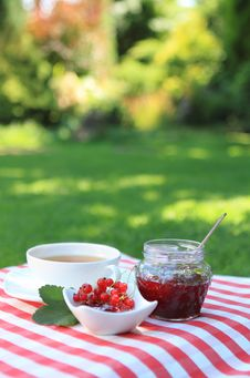 Free Red Currant Jam And Tea In The Garden Royalty Free Stock Photography - 17795637