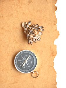 Free Compass And Seashell Royalty Free Stock Images - 17795649