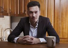 Free Man Sitting At The Kitchen Counter Royalty Free Stock Photos - 17799858