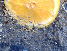 Free Fresh Lemon In Water Stock Photos - 1781233