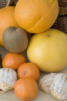 Free Kiwi, Oranges Ans Grapefruit Royalty Free Stock Photography - 1788877
